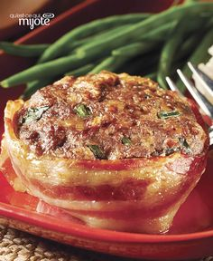 Make-Ahead Cheesy Bacon Mini Meatloaves -- Very tasty; very easy. Make this fan-favourite main dish, freeze it for up to three months and then you simply thaw and bake. Entree Recipes, Meat Recipes, Cooking Recipes, What's Cooking, Recipies, Dinner Recipes, Mini Pains, Low Carb Ketchup, Bacon