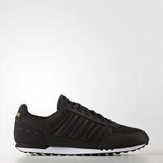 d11dbc69a460d 8 najlepších obrázkov z nástenky Fashion   Slippers, Shoes sneakers ...