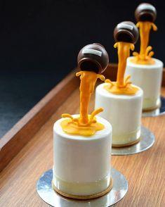 Honey honey - My site Small Desserts, Fancy Desserts, Just Desserts, Delicious Desserts, Dessert Recipes, Mini Cakes, Cupcake Cakes, Gravity Cake, Pastry Art