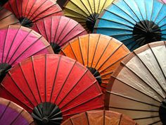 30 amazing photos of the most colorful and unique marketplaces in the world: Japanese parasols at an outdoor market in Kyoto. Photo by ~xalanti Cute Umbrellas, Paper Umbrellas, Umbrellas Parasols, Paper Lanterns, Colorful Umbrellas, Japanese Culture, Japanese Art, Laos, Under My Umbrella