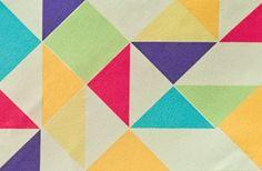 Tricoline Geométrico colorido. Panólatras , R$ 17,35 cada retalho de 49 x 50 cm.