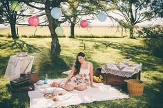 Vintage session XV años! Picnic Blanket, Outdoor Blanket, Ideas, 15 Years, Sweet Fifteen, Fiestas, Thoughts, Picnic Quilt