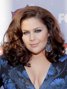 Hillary Scott showed off glamorous voluminous waves at the #ACAs