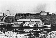 1870 Ipswich - Paddle Steamer docked at wharf. The Shillito family are from Ipswich, before that Sheffield, England. Brisbane Queensland, Brisbane City, Queensland Australia, Sydney Ferries, Ipswich Qld, Australian Photography, Australian Continent, Paddle Boat, Queenslander