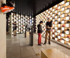 All about Sneakerology/Streetology by Facet Studio on Architonic. Find pictures & detailed information about retailers, contact ways & request options for Sneakerology/Streetology here! Shoe Store Design, Shoe Shop, Shoe Display, Display Boxes, Retail Shop, Retail Displays, Window Displays, Sneaker Stores, Fancy