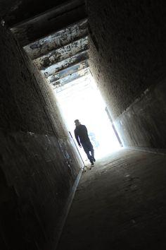 in de gangen van het klooster van Bunde.