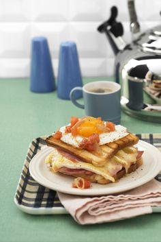 Prepara un ottimo toast alla francese, con le uova arricchite dal pomodoro e dalle acciughe e gustalo subito grazie alla ricetta di Sale&Pepe.