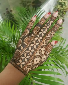 50 Most beautiful Bangalore Mehndi Design (Bangalore Henna Design) that you can apply on your Beautiful Hands and Body in daily life. Peacock Mehndi Designs, Khafif Mehndi Design, Henna Art Designs, Mehndi Designs 2018, Stylish Mehndi Designs, Mehndi Designs For Girls, Mehndi Designs For Beginners, Dulhan Mehndi Designs, Mehndi Design Pictures
