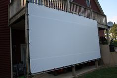 DIY Outdoor Movie Screen - Weekend Projects Turn your backyard into the neighborhood drive-in this weekend with an easy DIY outdoor movie screen. Outdoor Projector Screen Diy, Outside Projector, Outdoor Movie Screen, Outdoor Theater, Backyard Movie Screen, Backyard Movie Nights, Outdoor Movie Nights, Outdoor Entertaining, Outdoor Fun