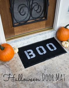 Door Mat A simple Halloween craft that welcomes trick or treaters at your front door!A simple Halloween craft that welcomes trick or treaters at your front door! Easy Halloween Crafts, Halloween Door Decorations, Halloween Displays, Halloween Halloween, Halloween Geist, Halloween Mason Jars, Lantern Craft, Jail Cell, Milk Jugs