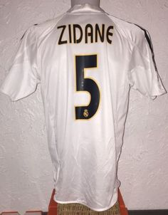 Real Madrid 2004   2005 Home Football Shirt ZIDANE  dd2e4c7c3
