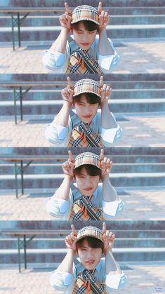 oh God i luv him😭😭😭 Guan Lin, Korean Ulzzang, Kim Jaehwan, Ha Sungwoon, 3 In One, Kpop Boy, Jinyoung, Got7, Boy Groups