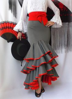Salsa skirt bulk why red Look Fashion, Womens Fashion, Fashion Design, Flamenco Costume, Flamenco Dresses, Spanish Fashion, Ballroom Dress, African Dress, Dance Wear
