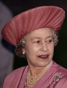 Queen Elizabeth, October 8, 1993 | The Royal Hats Blog