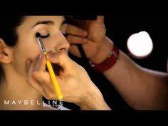 Maquillaje de ojos con sencillos pasos - Para Más Información Ingresa en: http://videosdecomomaquillarse.com/maquillaje-de-ojos-con-sencillos-pasos/