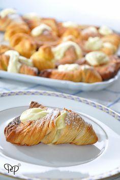 Peperoni e patate: Le aragostine, quelle dolci Mini Pastries, Italian Pastries, Bread And Pastries, Italian Desserts, Sweet Desserts, Italian Recipes, Sweet Recipes, Delicious Desserts, Dessert Recipes