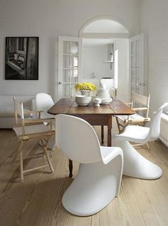 PIN 7 Plastic Panton chairs in this dining space. Love the modern curves, creates a very relaxed feel to this dining space.