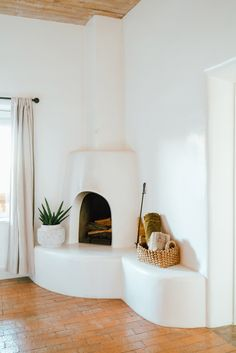 Excellent Pictures indoor Fireplace Design Style If yourr home is in Aspen or even Ca, there's really no denying the actual encouraging influence with a cozy fireplace Hacienda Style Homes, Spanish Style Homes, Spanish Revival, Hacienda Decor, Spanish Colonial, Adobe Fireplace, Cozy Fireplace, Fireplace Design, Boho Glam Home