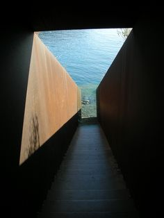 Escultura 'Pasajes' en Portbou. Homenaje a Walter Benjamin del escultor Dani Karavan.