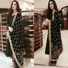 Maya ali spotted wearing this gorgeous black velvet shawl by Jewellery by last night. Pakistani Party Wear, Pakistani Outfits, Indian Outfits, Indian Attire, Indian Wear, Velvet Shawl, Party Kleidung, Desi Clothes, Vogue