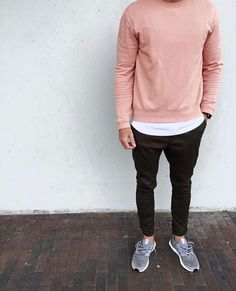 A risky outfit with the distressed hoodie and pants make this a perfect streetwear outfit for Outfits Hombre, Sporty Outfits, Mode Outfits, Guy Outfits, Trendy Mens Fashion, Urban Fashion, Mens College Fashion, Style Fashion, Guy Fashion