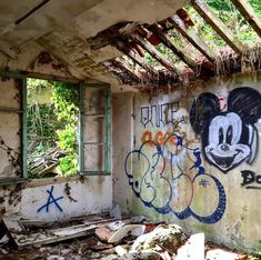 Excursion, Abandoned Places, Diorama, Castle, Inspiration, Instagram, Paranormal, Decay, Restaurants