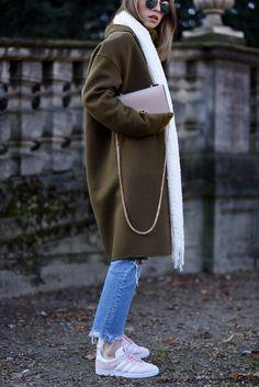 More on www.offwhiteswan.com Khaki Wool Coat by Zara, Fringed Denim by Mango, Bag by Camelia Roma, Rose Adidas Gazelle, Rayban Round Shades, Layering, Winter Streetstyle, Fashion, Trend 2017 #swantjesoemmer #offwhiteswan