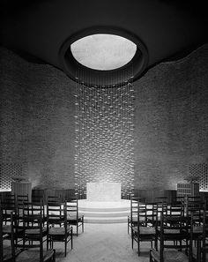 Eero Saarinen, Kresge Chapel, Massachusetts (1955).  Photographer Ezra Stoller.