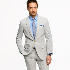 Ludlow two-button suit jacket with center vent in seersucker