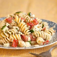 Greek Pasta Salad, I'd crumble more feta on this. Feta Cheese is a must for Greek Pasta Salad! I love Greek food Healthy Recipes, Cooking Recipes, Cookbook Recipes, Healthy Salads, Summer Pasta Dishes, Summer Salads, Greek Salad Pasta, Easy Cold Pasta Salad, Best Pasta Salad