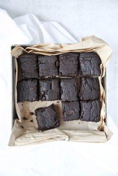 Zucchini Dark Chocolate Brownies // The Green Life