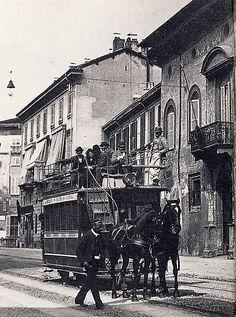 I mezzi della Milano-Monza, Corso Venezia, Quella sulla destra dovrebbe essere Casa Fontana Silvestri, a seguire due edifici scomparsi e poi il Naviglio in via Senato   da Milàn l'era inscì