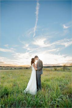 amazing sunset picture of the bride and groom #brideandgroom #weddingphotography #weddingchicks http://www.weddingchicks.com/2014/02/20/outdoor-romance-wedding/