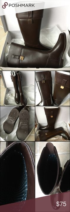 Banana Republic rain boots Gently used, Banana Republic mid calf rain boots - Synthetic upper. Goldtone hardware. Rubber outsole. Fully lined inside. Size 39. Banana Republic Shoes Winter & Rain Boots