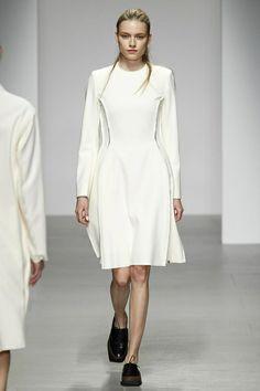 J. JS Lee Ready To Wear Fall Winter 2014 London - NOWFASHION
