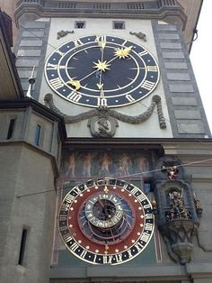 Duomo di Cremona, Italy Italian Cremona is the largest astronomical clock in the third tallest brickwork Tower in the world. Unusual Clocks, Cool Clocks, As Time Goes By, Time Clock, World Watch, Brickwork, Kirchen, Visit Italy, Gypsy Cafe