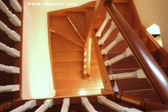 Escalera completa de madera.  http://www.alpacasl.com/