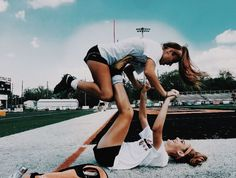 Not my pic. @ the girls in the photo? Best Friend Fotos, My Best Friend, Cute Friend Pictures, Friend Pics, Photos Bff, Bff Pics, Best Friend Photography, Insta Photo Ideas, Summer Goals