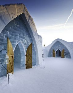 Located only 10 minutes from downtown Quebec City, Canada, the Hotel de Glace is America's only ice hotel entirely made of ice and snow. Using over 500 tons of ice and tons of snow, the square foot sq m) ice hotel is a truly unique experience. Montreal, Vancouver, Pvt Canada, The Places Youll Go, Places To Visit, Toronto, Unusual Hotels, Amazing Hotels, Voyager Loin