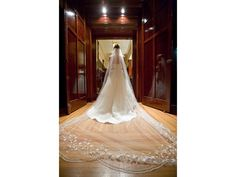 Google Image Result for http://media.preownedweddingdresses.com/images/accessories/766/1024x768/Veil-Ivory-Cathedral.jpg