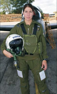 Major Catherine Labuschagne, South African Air Force, in 2010 the first female to pilot the Swiss made Gripen jet fighter Female Fighter, Fighter Pilot, Fighter Jets, Female Pilot, Female Soldier, Military Women, Military History, Air Force Women, South African Air Force
