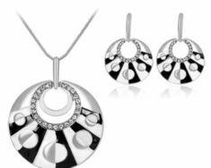 Elegantný šperkový set - naušnice + náhrdelník, v tvare kruhu v dvoch rôznych farbách. Washer Necklace, Jewelry, Jewlery, Jewerly, Schmuck, Jewels, Jewelery, Fine Jewelry, Jewel