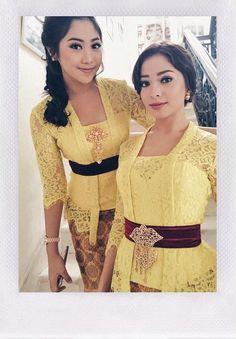 Winona Willy © 2017 instagram.com/nonawilly16 Kebaya Kutu Baru Modern, Kebaya Bali Modern, Kebaya Modern Hijab, Model Kebaya Modern, Kebaya Hijab, Kebaya Muslim, Kebaya Lace, Batik Kebaya, Kebaya Dress