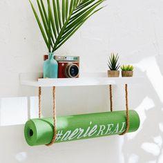 DIY yoga mat holder – Life – home diy organizations Meditation Raumdekor, Meditation Room Decor, Yoga Room Decor, Simple Meditation, Home Yoga Room, Zen Room, Yoga Bedroom, Yoga Studio Home, Yoga Rooms