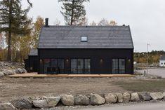 Nya bilder på Pettersson Horvath under våra pågående projekt. Architectural Design House Plans, Surf House, Long House, Craftsman House Plans, Cabin Design, Facade Design, Interior Exterior, Abandoned Houses, Prefab