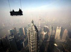 Pânico no Topo de um dos Edifícios Mais Altos da China