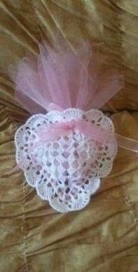 49 Ideas for crochet heart necklace gifts Filet Crochet, Crochet Motif, Crochet Doilies, Crochet Flowers, Crochet Baby, Knit Crochet, Crochet Sachet, Crochet Gifts, Crochet Amigurumi Free Patterns