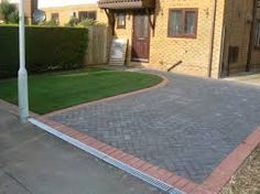 Leading block paving and driveway contractors throughout Yorkshire and Lincolnshire. Our block paving service has a 5 year warranty. Block Paving Driveway, Driveway Design, Paver Walkway, Driveway Ideas, Brick Driveway, Red Brick Paving, Paving Companies, Paving Ideas, Patio Layout