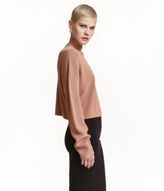 726eab1b Camel. Short, ribbed sweater in a soft viscose blend with dropped shoulders  and long