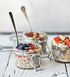 overnight oatmeal with bananas + hazelnuts + blueberries + goji berries + apples + chia seeds + pecans Brunch Recipes, Breakfast Recipes, Dinner Recipes, Think Food, Love Food, Overnight Oatmeal, Oats Recipes, Healthy Snacks, Food And Drink